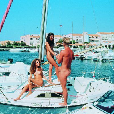 Swingtime Travel - Cap d'Agde - Segelboot im Hafen
