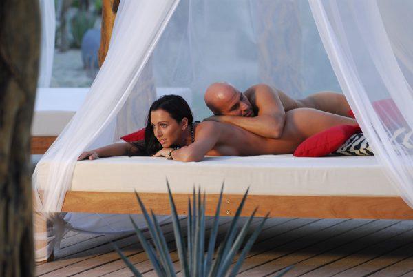 desire-riviera-lounge-beds-nude-01