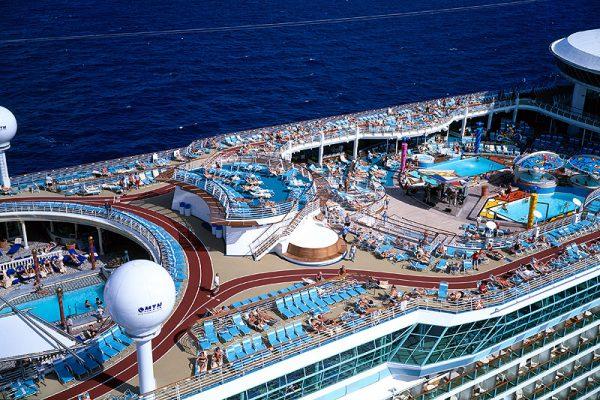 mariner-of-the-seas-pool-deck